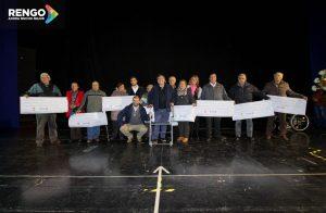 Los representantes de los clubes de Adultos Mayores reciben su cheque de subvención